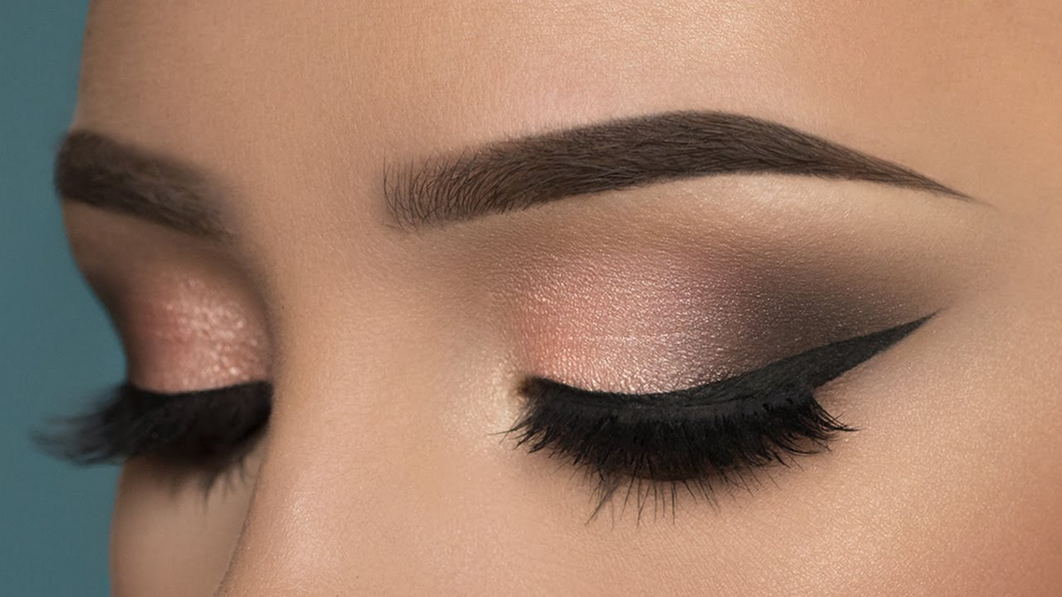 Red shadow gray-eyed: Smokey Eyes Makeover