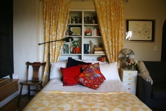 15 Smart and Ingenious Ways To Decorate Your Tiny Bedroom On A Budget usefuldiyprojects (12)