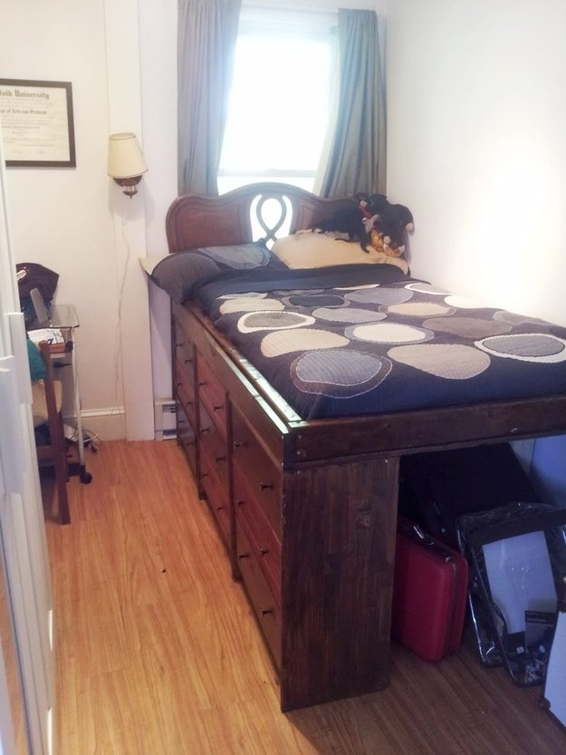 15 Smart and Ingenious Ways To Decorate Your Tiny Bedroom On A Budget usefuldiyprojects (5)