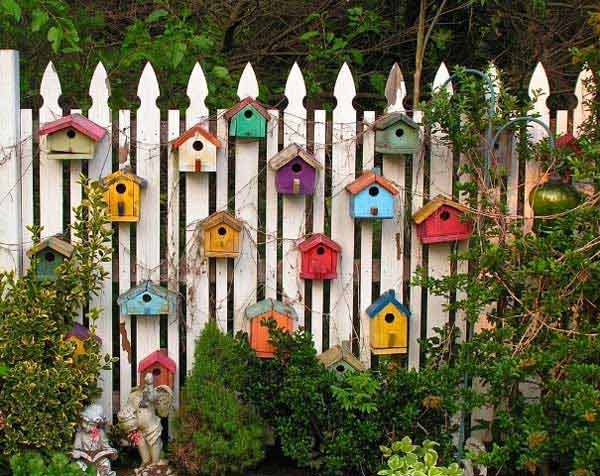 21 Mesmerizing DIY Projects That Will Beautify Your Garden This Summer usefuldiyprojects.com backyard (18)
