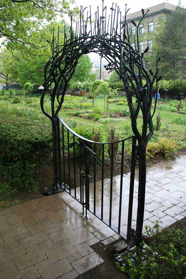 22 Insanely Charming Garden Gate DIY Projects Protecting Greenery in Style usefuldiyprojects.com outdoor space decor (10)