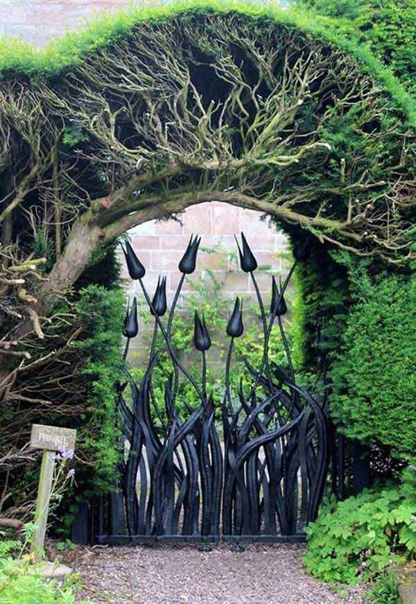 22 Insanely Original Garden Gate DIY Projects Protecting Greenery in Style usefuldiyprojects.com outdoor space decor (4)
