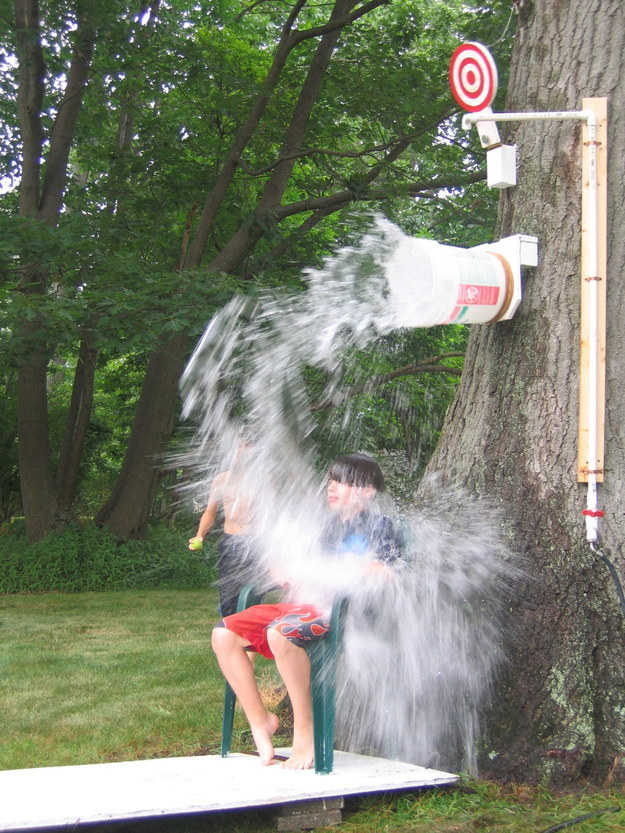 27 Extremely Fun Outdoor Games to Spice Up Your Summer usefuldiyprojects (10)