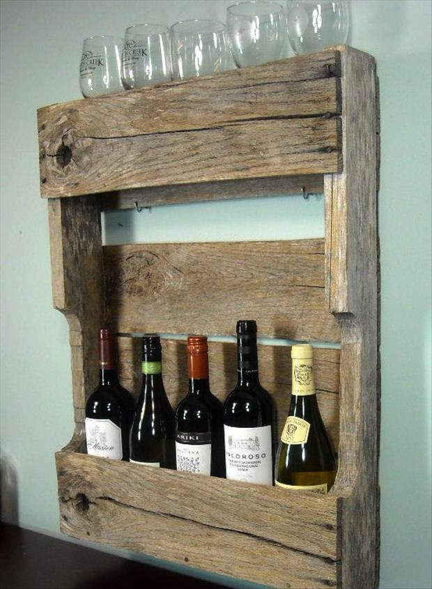 28 Incredible Methods of Recycling Old Pallets Into Creative Furniture Designs-usefuldiyprojects.com (19)