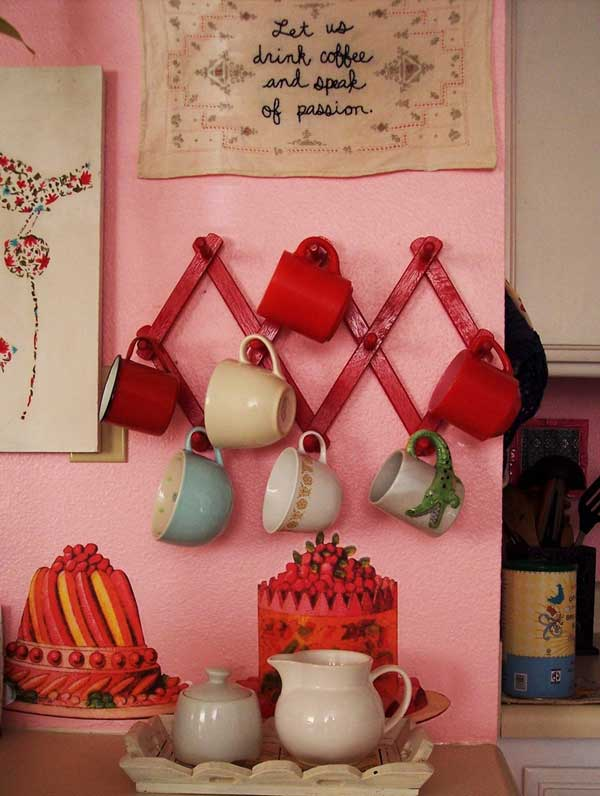 30 Extraordinary Creative and Graphic DIY Mug Storage To Beautify Your Kitchen  usefuldiyprojects.com decor (27)