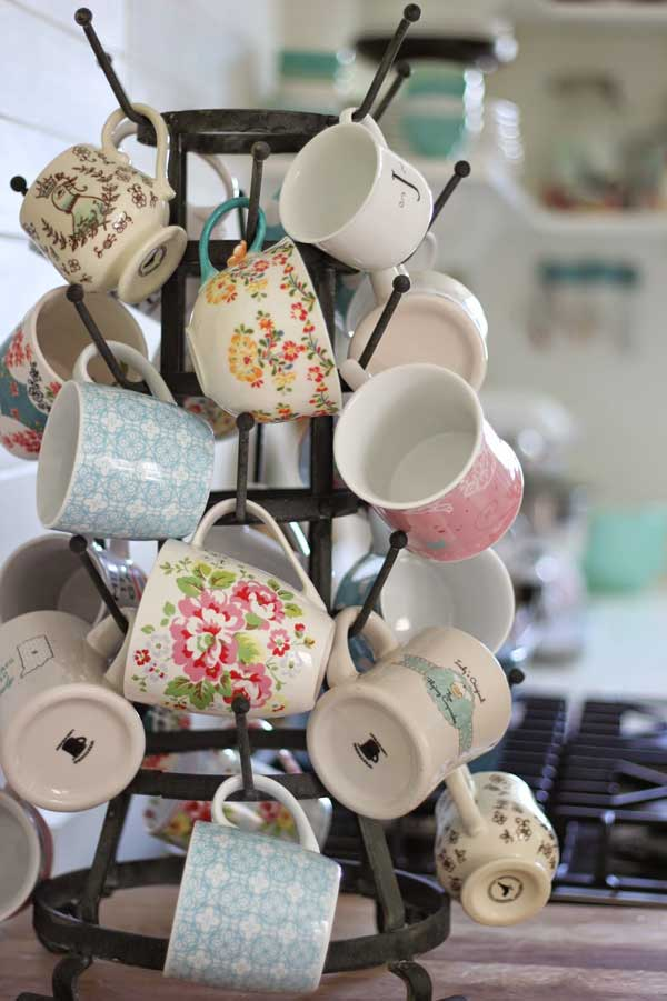 30 Extraordinary Creative and Graphic DIY Mug Storage To Beautify Your Kitchen  usefuldiyprojects.com decor (8)