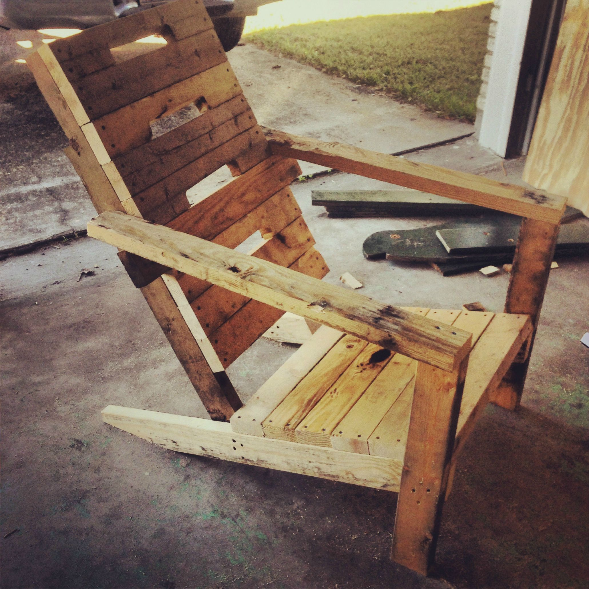 33 Insanely Smart and Creative Wooden Pallets Recycling Ideas Worth Doing usefuldiyprojects.com decor (32)