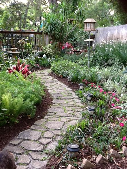 37  Beauteous and Alluring Garden Paths and Walkways For Your Little Drop of Heaven usefuldiyprojects (1)