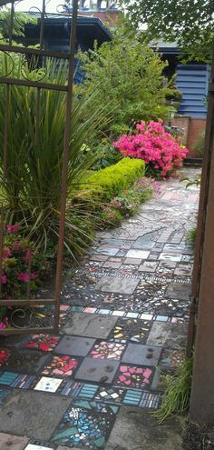 37  Beauteous and Alluring Garden Paths and Walkways For Your Little Drop of Heaven usefuldiyprojects (21)