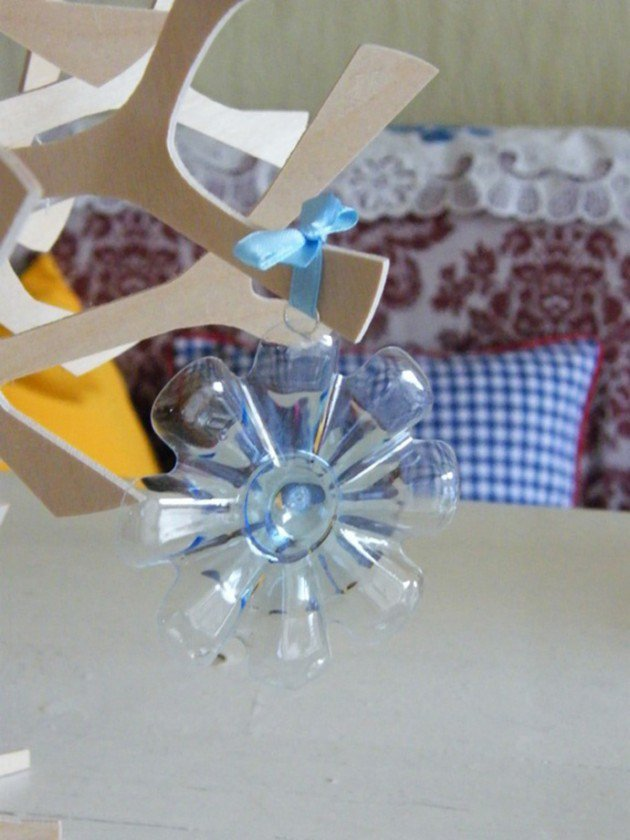 45 Different Ways to Use Plastic Bottles Into Sustainable DIY Crafts usefuldiyprojects.com decor ideas (27)