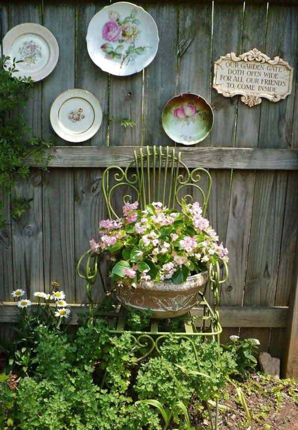 Top 23 DIY Garden Fence Decorations To Mesmerize Pedestrians usefuldiyprojects.com decor (10)