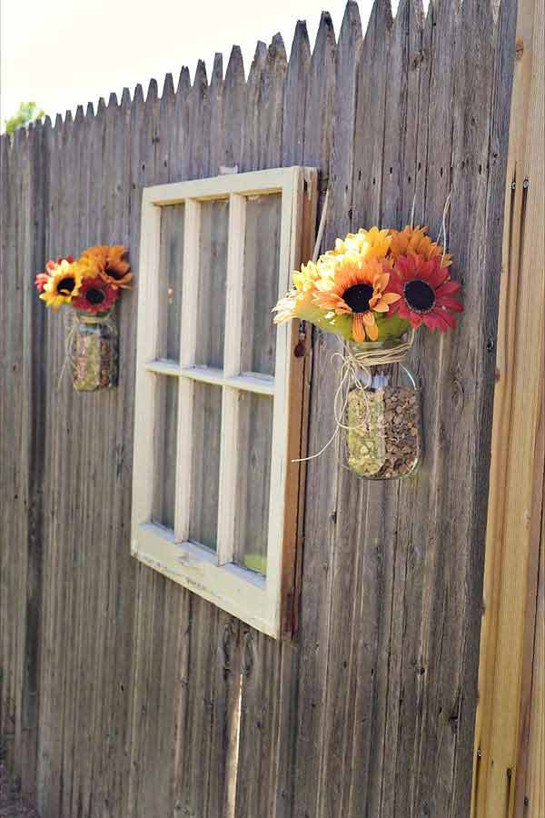 Top 23 DIY Garden Fence Decorations To Mesmerize Pedestrians usefuldiyprojects.com decor (11)
