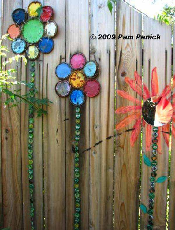 Top 23 DIY Garden Fence Decorations To Mesmerize Pedestrians usefuldiyprojects.com decor (12)