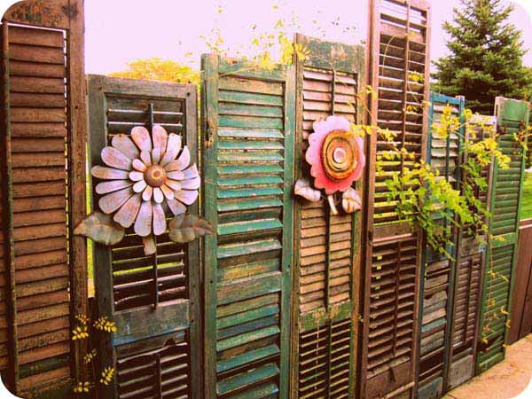 Top 23 DIY Garden Fence Decorations To Mesmerize Pedestrians usefuldiyprojects.com decor (18)