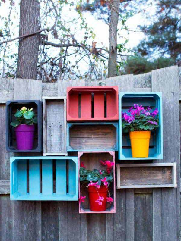 Top 23 DIY Garden Fence Decorations To Mesmerize Pedestrians usefuldiyprojects.com decor (19)