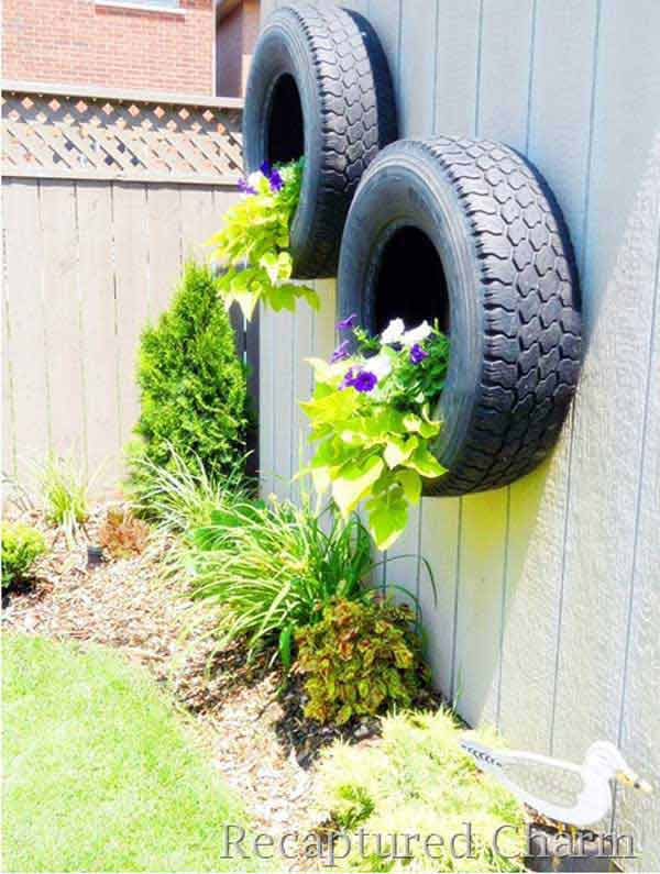 Top 23 DIY Garden Fence Decorations To Mesmerize Pedestrians usefuldiyprojects.com decor (20)