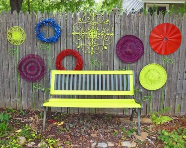 Top 23 DIY Garden Fence Decorations To Mesmerize Pedestrians usefuldiyprojects.com decor (23)