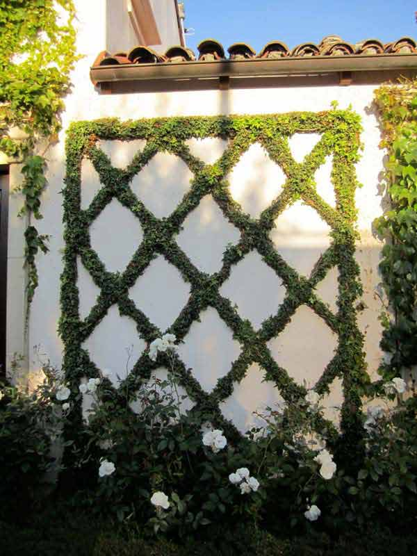 Top 23 DIY Garden Fence Decorations To Mesmerize Pedestrians usefuldiyprojects.com decor (24)