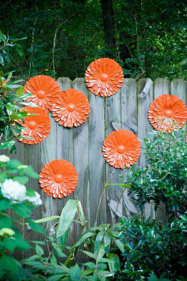 Top 23 DIY Garden Fence Decorations To Mesmerize Pedestrians usefuldiyprojects.com decor (8)
