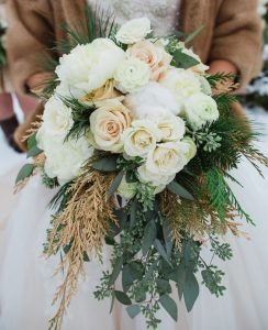 25 Gorgeous Winter Wedding Bridal Bouquet 23 244x300 - 25-gorgeous-winter-wedding-bridal-bouquet-23