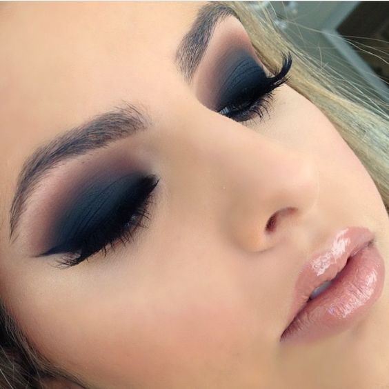 z13 1 - Get Ready For A Glamorous Night With These 15 Smokey Eye Makeup Ideas