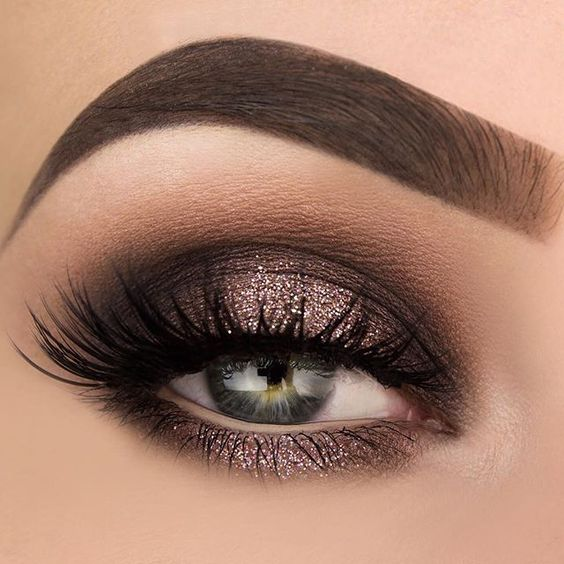 z7 1 - Get Ready For A Glamorous Night With These 15 Smokey Eye Makeup Ideas