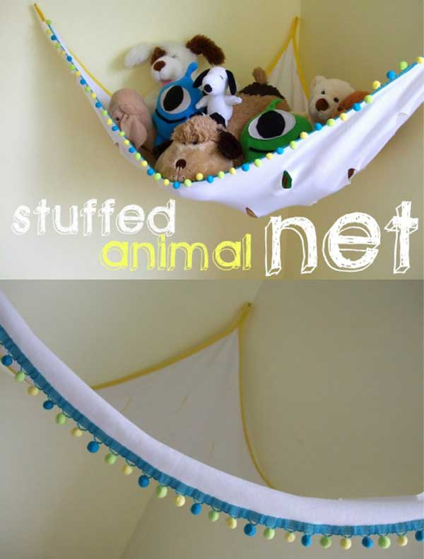 Use a piece of cloth colorful decorated to create a stuffed animal net