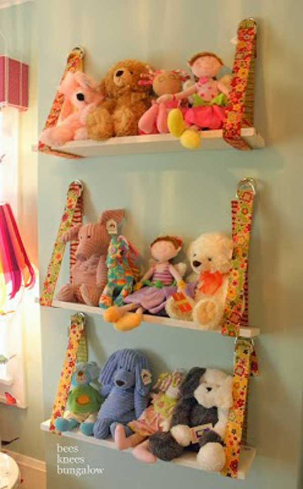 Simply use wooden boards and belts to form stuffed animal storage shelves