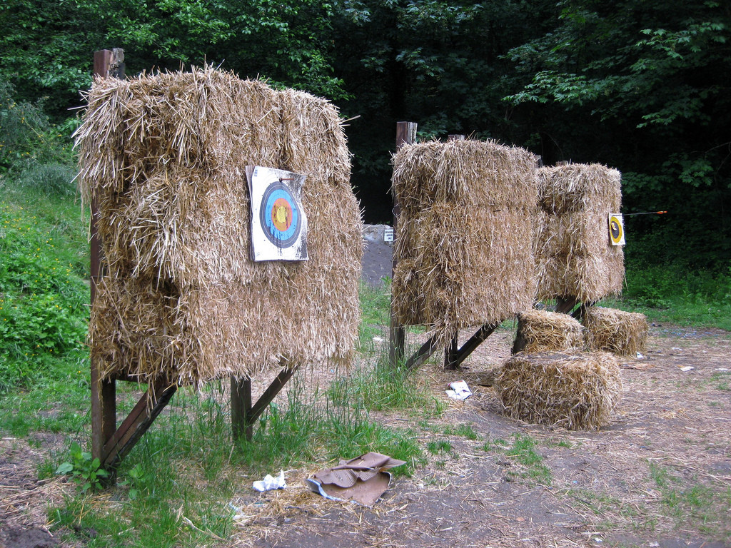hay 1024x768 - 12 Easy DIY Archery Target Projects for Bowhunters