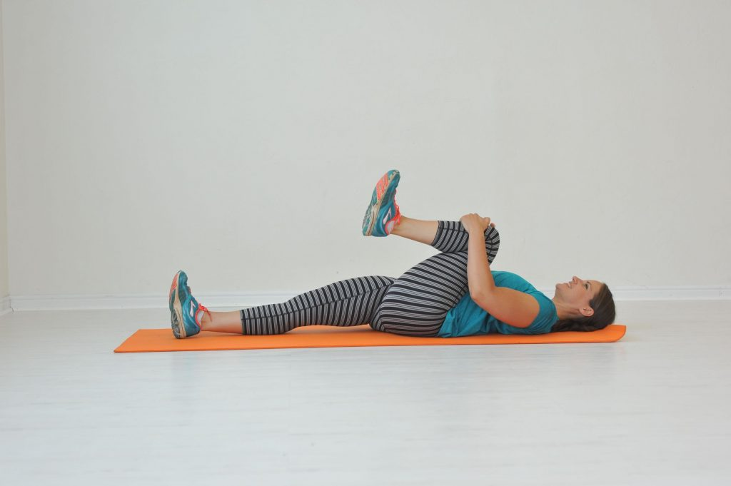 stretch exercise knee to chest