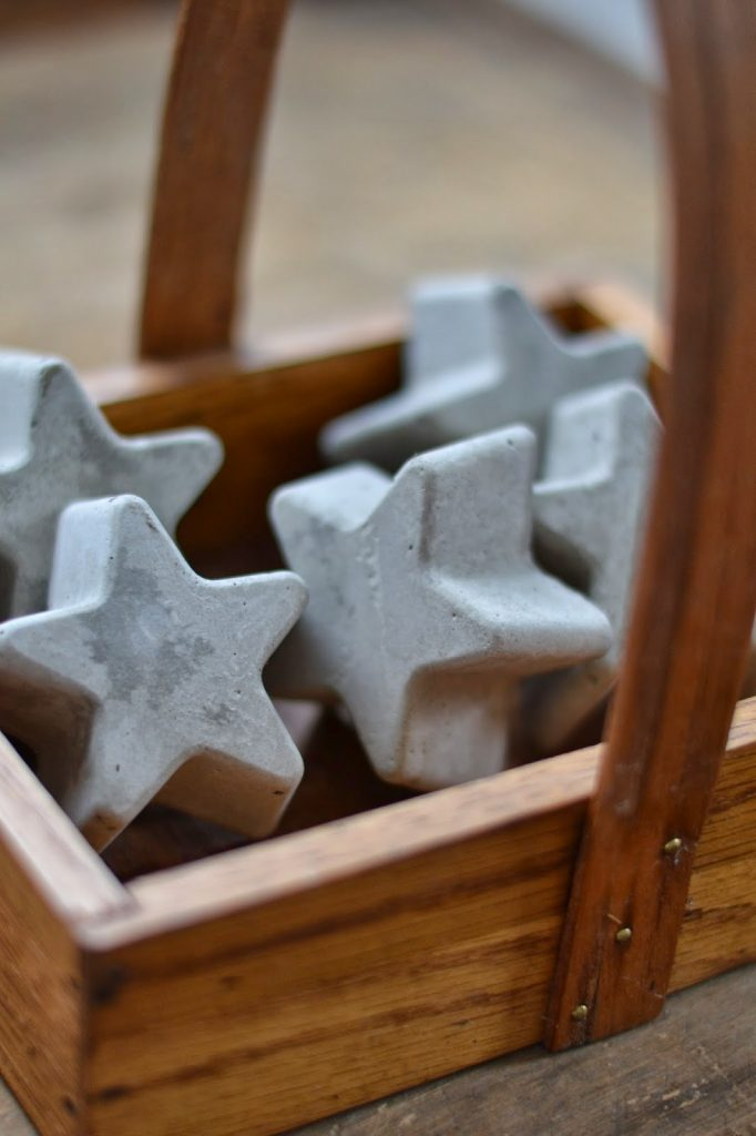 Tiny star shaped cement décor