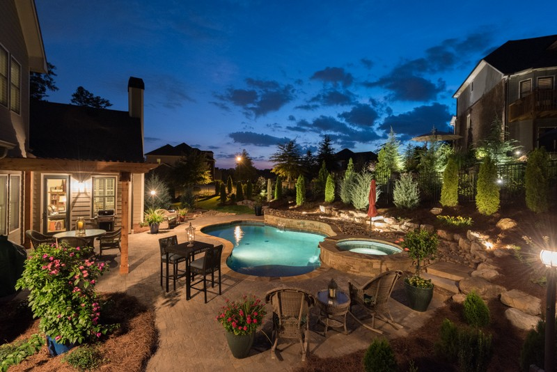 Build a Swimming Pool in the Backyard of Your Home